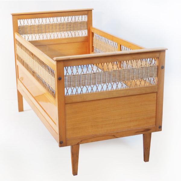 lit évolutif bébé bois rotin vintage