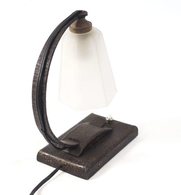 lampe métal repoussé art déco