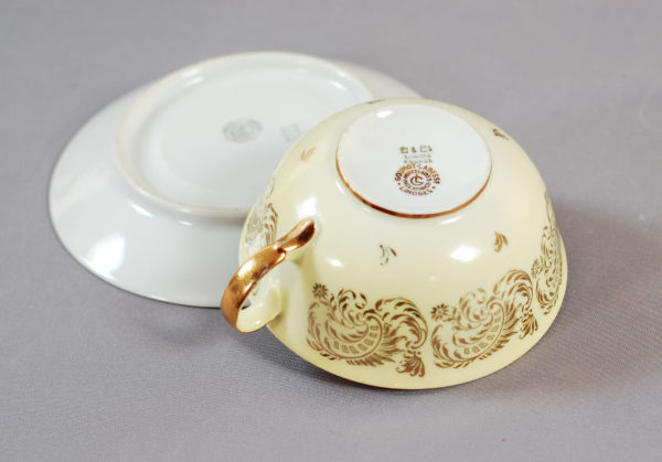 tasse jaune porcelaine ancienne