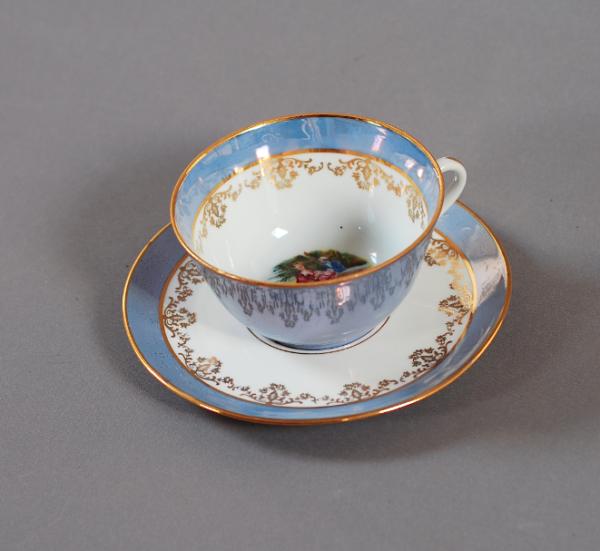 tasse bleue porcelaine ancienne