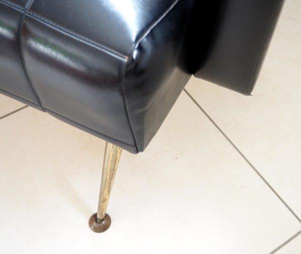 fauteuils-annees50-skai-noir-accoudoirs-